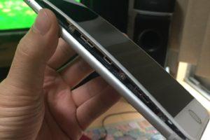 iPhone 8 splitting open