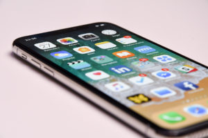 Most Phone Users Do Not Believe Samsung And Apple Phones Are Worth $1,000