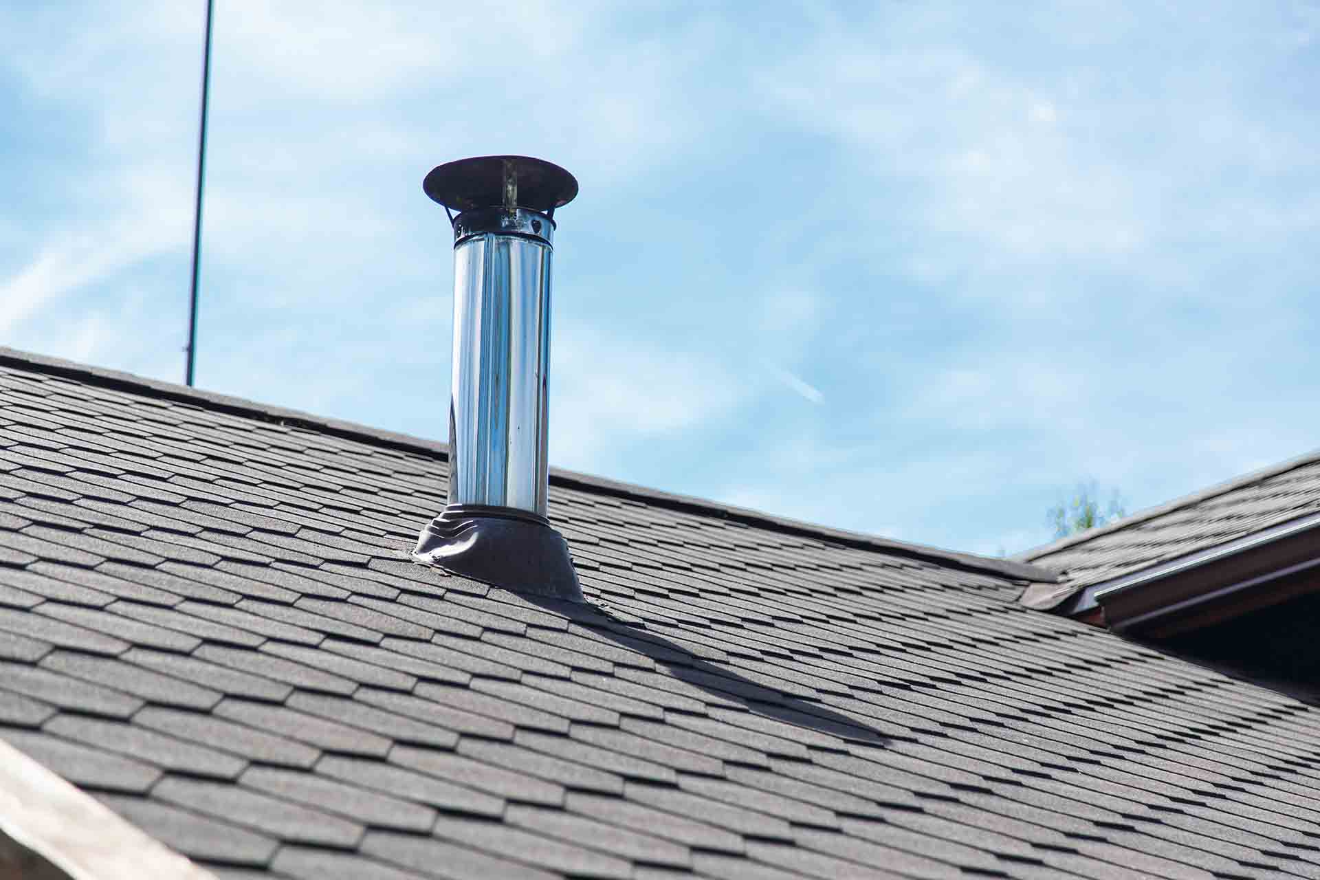 How do I know if a roofing company is legit?